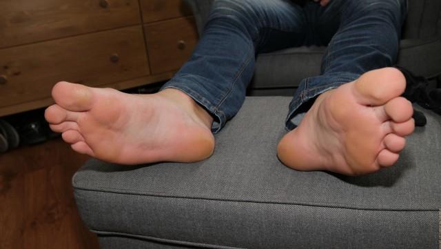 Ryan Cage Blue Jeans Bare Feet Hi-Res Photos x 73 - Photos